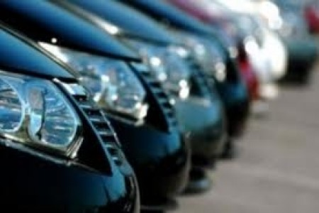 auto_parcheggiate_al_coperto.jpg